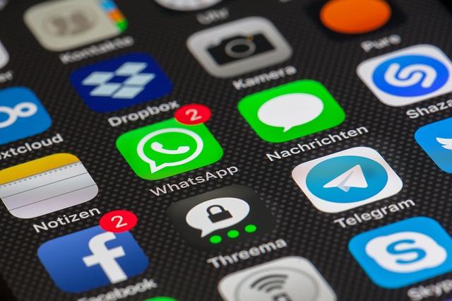 spiare smartphone cellulare applicazione